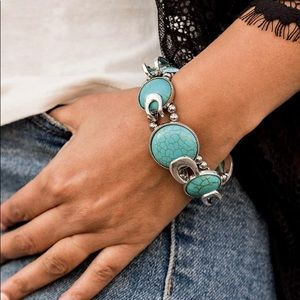 Paparazzi - Beautiful Blue & Silver Clasp Bracelet